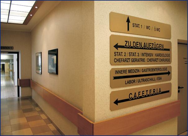 Abb.: Abwaschbarer Wandbelag (Tapete) im Johanniter Krankenhaus Radevormwald